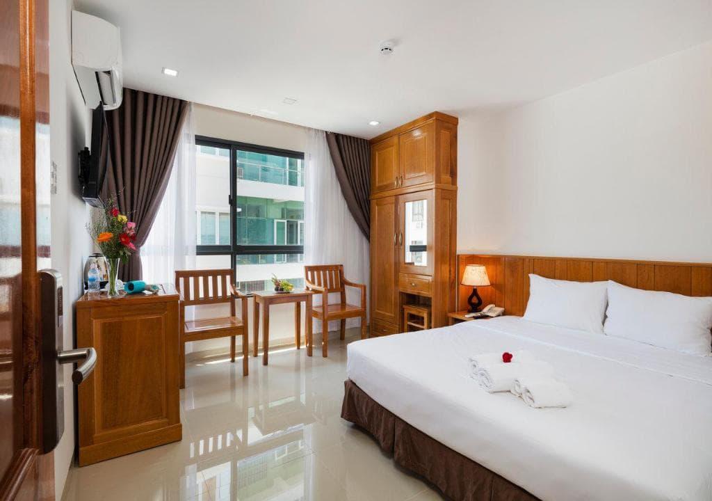 Khách Sạn Nha Trang gần Trung Tâm - Royal Hotel Nha Trang