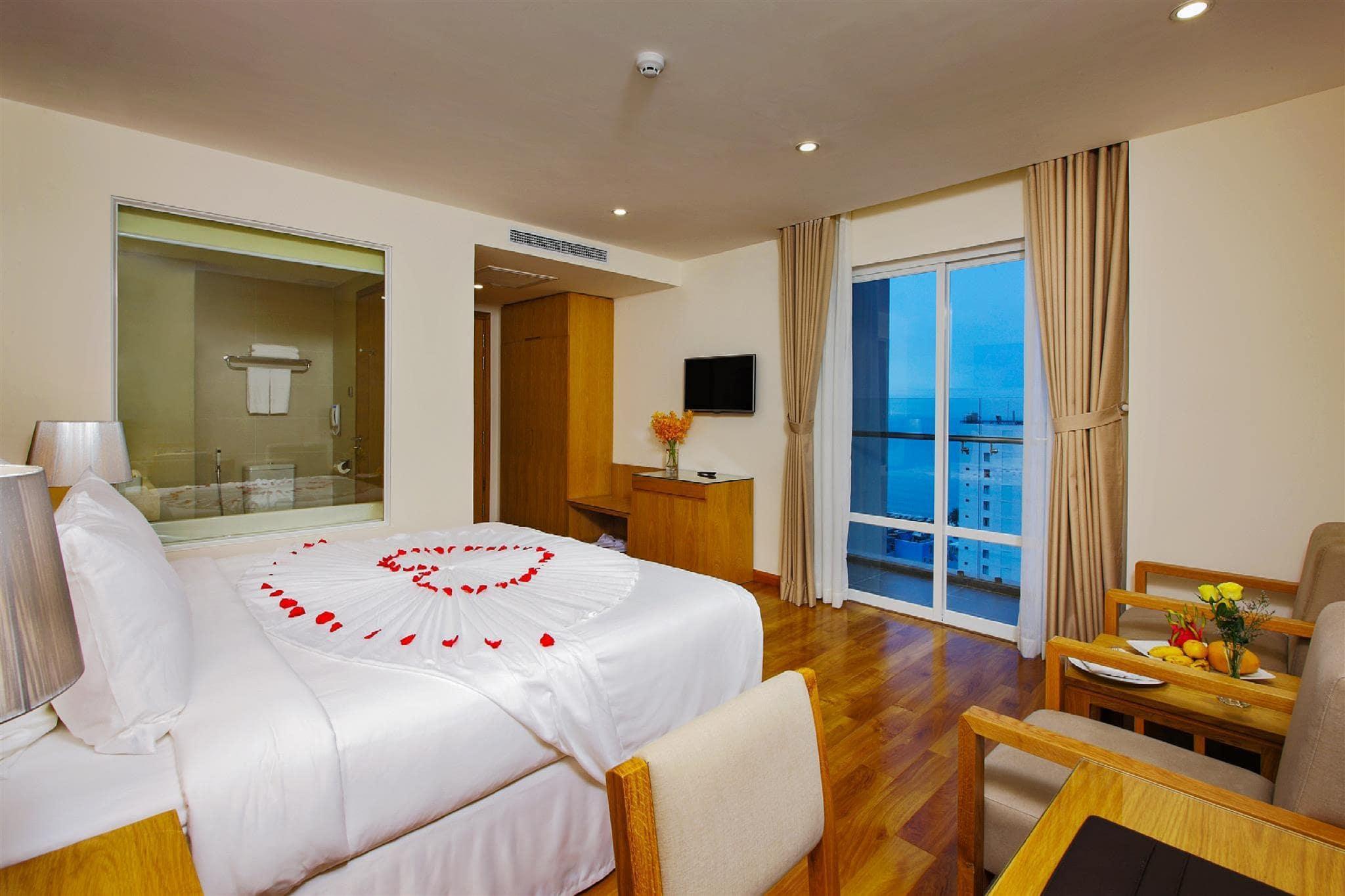 Khách Sạn Nha Trang Có Bể Bơi Vô Cực - Rosaka Nha Trang Hotel